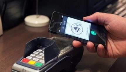 13491997-il-nuovo-modo-di-versare-tali-pagamenti-nfc-tramite-telefono-cellulare-etc