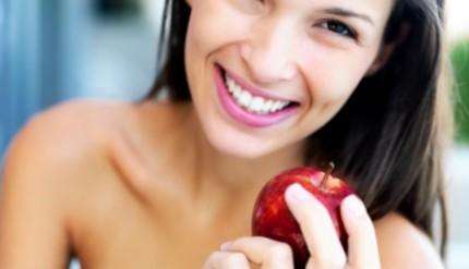 girl_eating_apple_1343792795_460x460