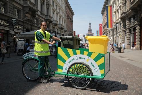 Le cargo bike levissima in aiuto della raccolta for Cargo arredamento milano
