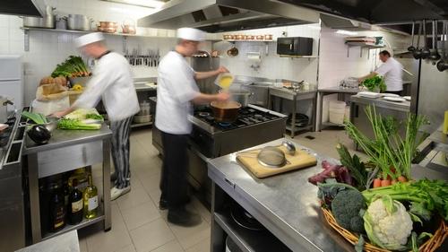 Gli incidenti pi comuni in cucina tagli e ustioni - Pulizia cucina ristorante ...