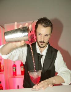 Mattia Corunto è trainer presso Campari Academy, collabora con vari locali e master trainer del network Planet One, punto di riferimento per la formazione bartender di tutte le sedi del popolare marchio