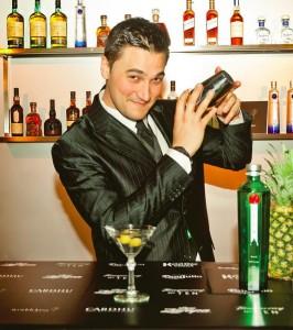 """Mattia Pastori è oggi bar manager del nuovissimo bistrot bar del Mandarin Oriental Milano e autore del blog """"Non Solo Cocktail"""" specializzato in miscelazione"""