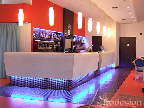 Idee Per Interni Bar : Arredo cucina rustica con illuminazione cucina country e bar