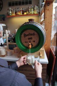 pilsner_urquell_wooden-barrel_spillatura