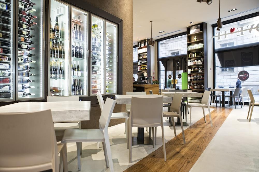 Love IT è il primo Experience Store dedicato alla promozione e alla salvaguardia del Made in Italy. Il locale riunisce ristorante, pizzeria, caffetteria, gelateria e market