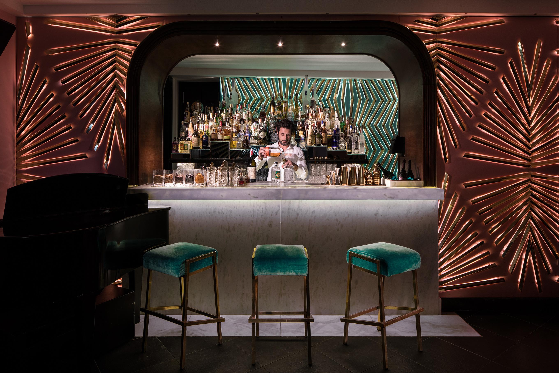 locali di successo morgana lounge bar ritrovo delle notti di taormina mixer planet. Black Bedroom Furniture Sets. Home Design Ideas