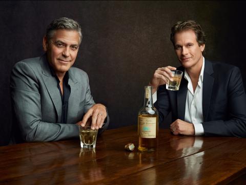 Clooney vende la tequila a Diageo: lo shot vale un miliardo