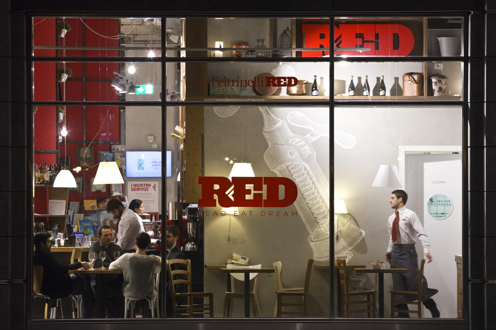 Feltrinelli 20 nuove aperture a marchio red entro il 2020 for Riviste feltrinelli
