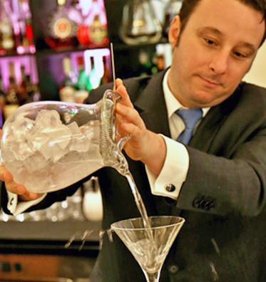 Cocktail martini tra storia curiosit e citazioni by luca for Manhattan cocktail storia