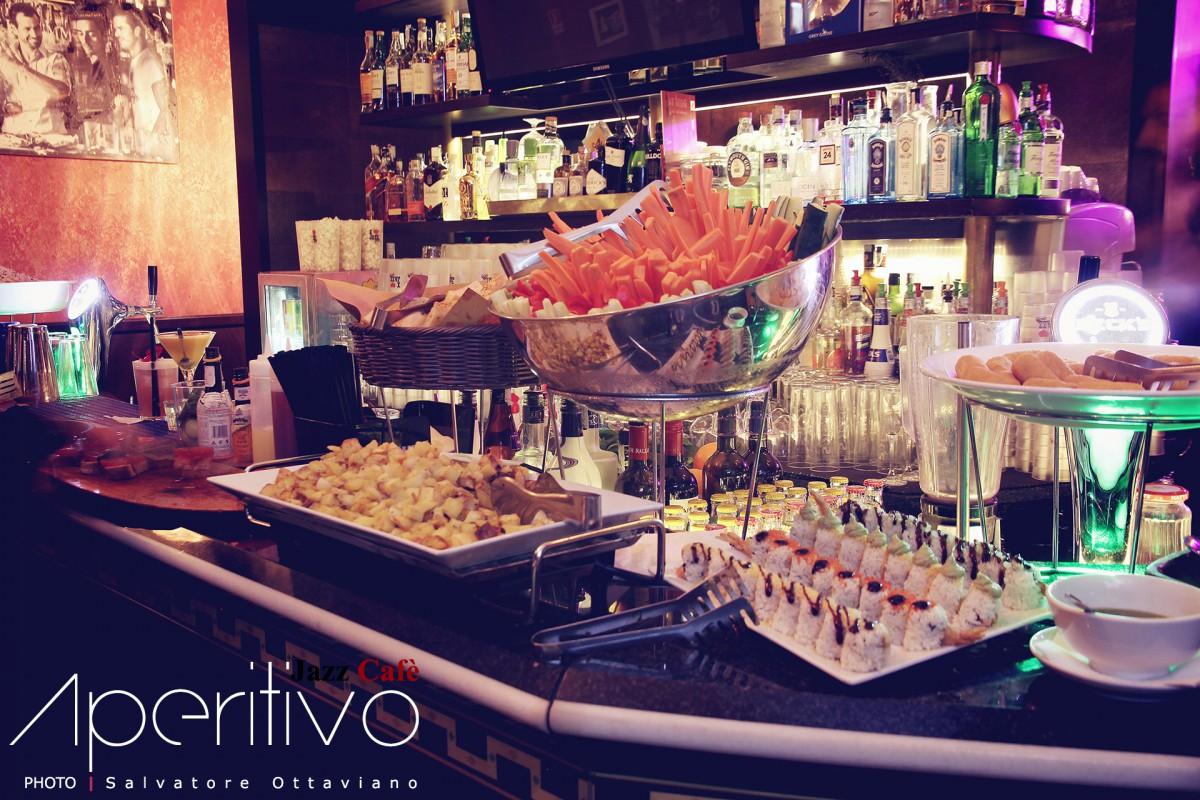 Cosa Organizzare In Un Bar aperitivo nei bar: buffet o piattino al tavolo?
