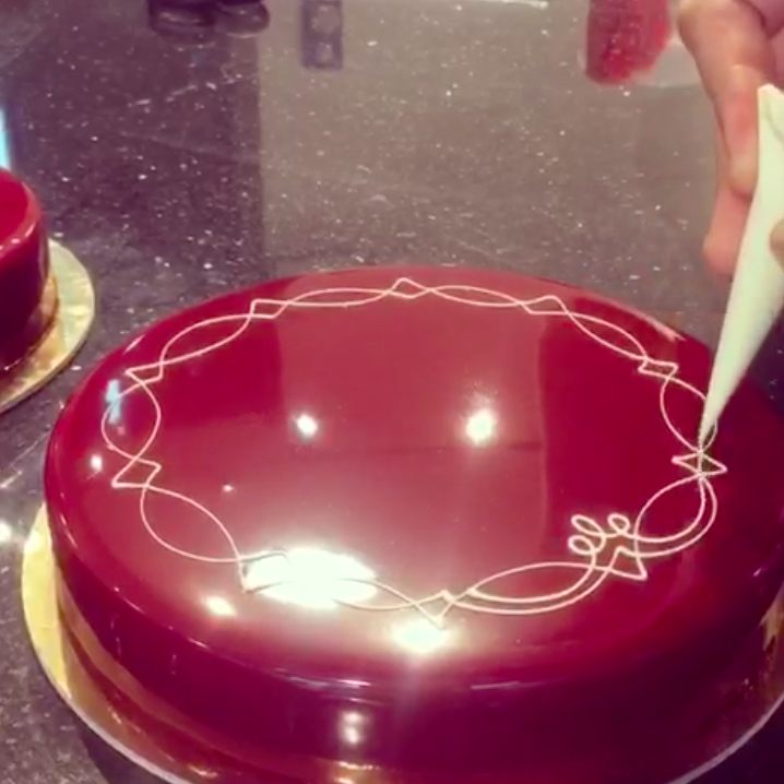Tutti pazzi per il cake design video da un milione di - Accessori per cake design ...