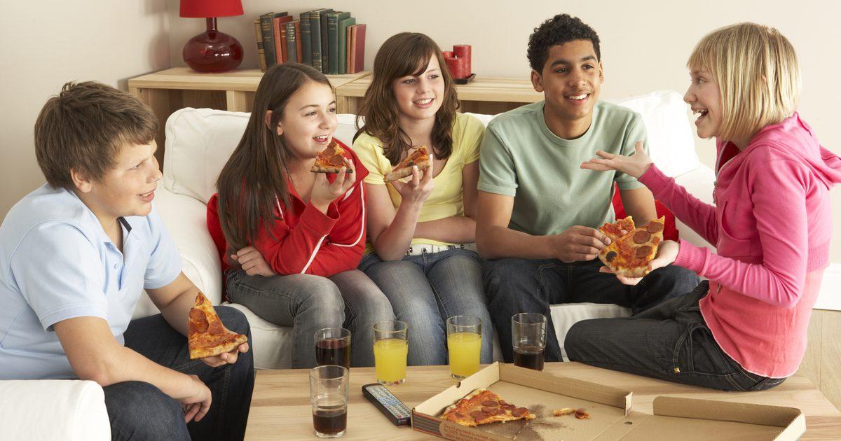 Gli Adolescenti cercano conforto nella famiglia ma vogliono separarsene contemporaneamente cercano amici con cui condividere, ma hanno paura di essere.