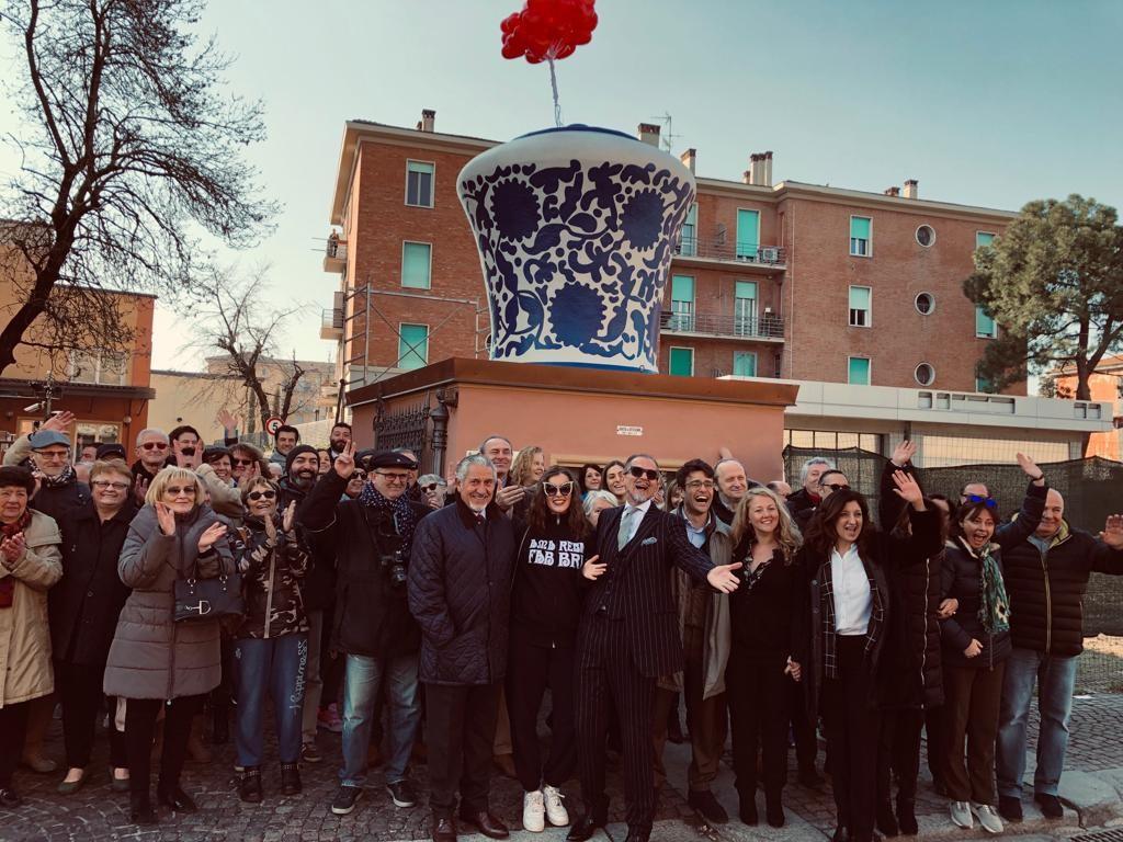 Bologna, il maxi-vaso di amarene torna nella sede storica ...